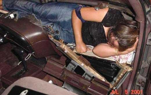 عکس کشف قاچاق دختر جوان و پسر نوجوان توسط ایکس ری ماموران گمرک